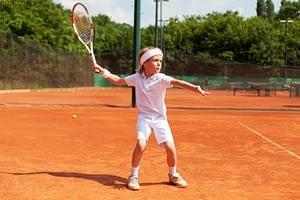 Тенис на корт за деца: кога да започнат, предимства и противопоказания